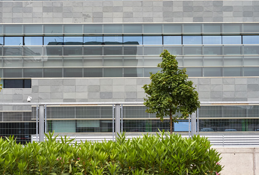 A ventilated facade clad in CUPA STONE natural slate