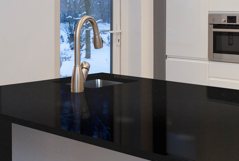 Black countertop for a perfect kitchen design